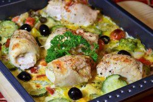 RECEPT DANA: Ukusna piletina sa maslinama i paradajzom