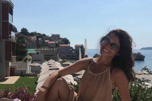 VODITELJKA UMALO DA SE UGUŠI USRED RESTORANA: Sanja Marinković doživela PRAVU DRAMU na moru! Lekari hitno reagovali