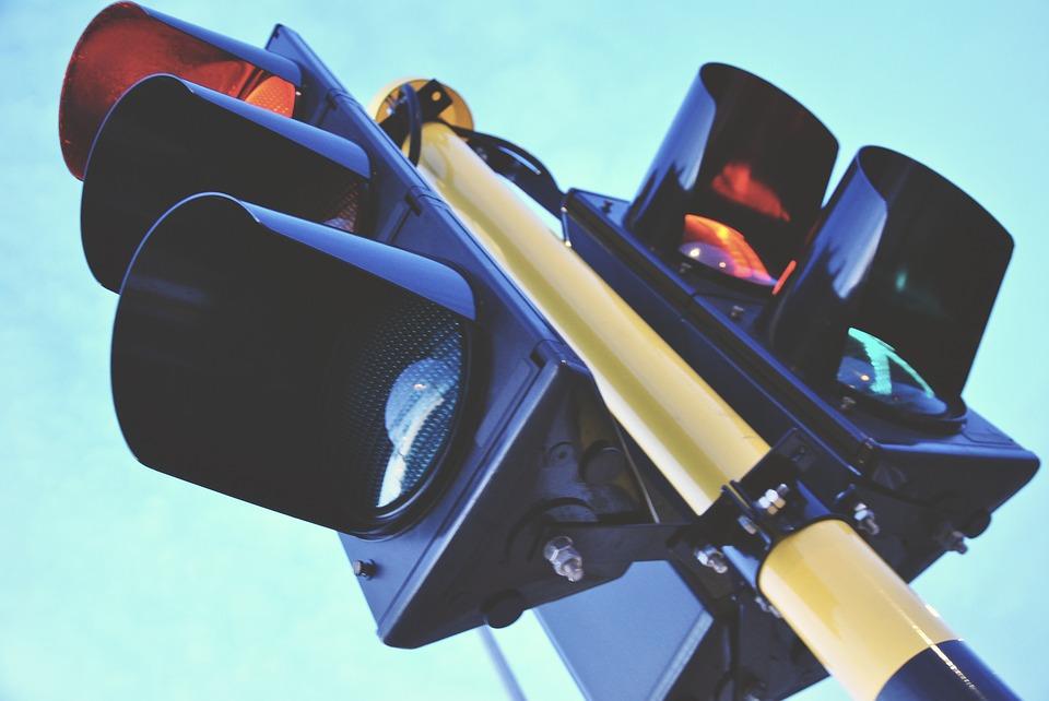 I TO JE MOGUĆE: U Zagrebu prelaze ulicu bez gledanja na semafor!