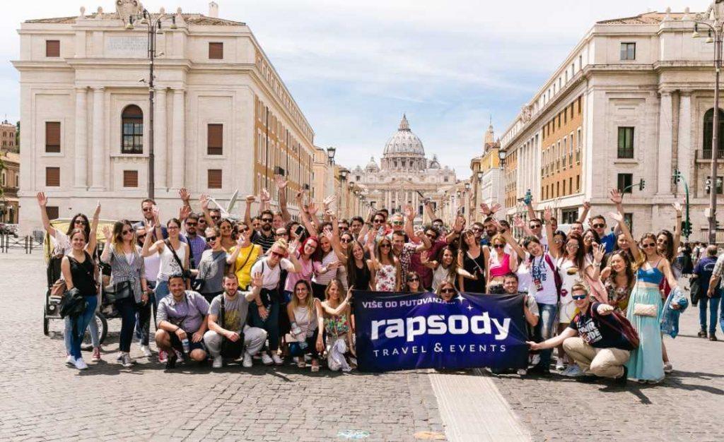 Rapsody, NEVIĐENO! Rapsody vodi 4000 mladih u pohod na EVROPU!, Gradski Magazin, Gradski Magazin