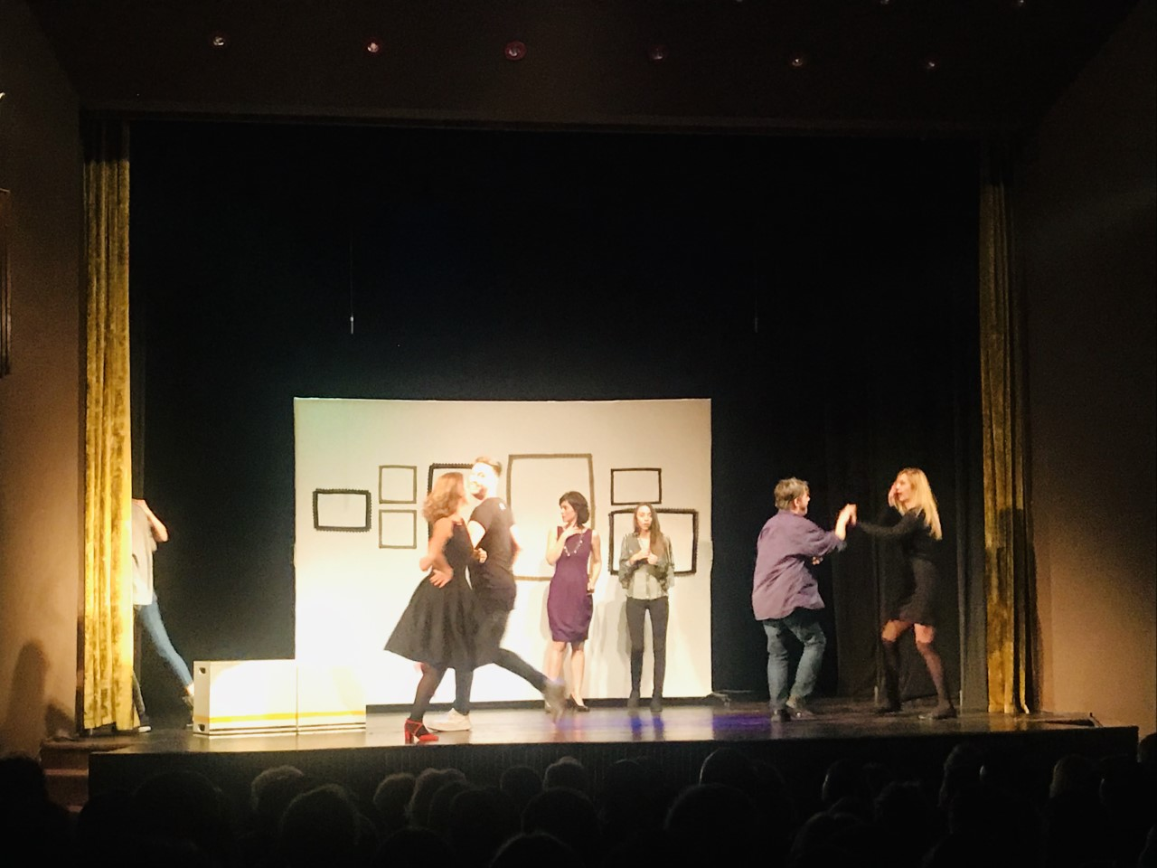 """""""Otkačene"""" se vratile na VELIKA VRATA: Oduševili premijernim izvođenjem predstave!"""