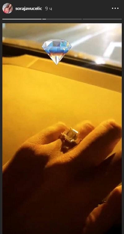 UDAJE SE ZA BOGATOG RUSKOG BIZNISMENA?! Verila se Soraja, odmah pokazala skupoceni dijamant! (FOTO)