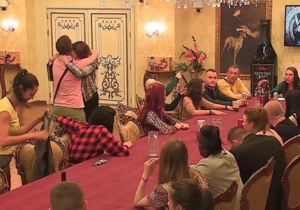 NAKON GLASANJA, JASAN REZULTAT: OVA takmičarka NAPUSTILA vilu Parova! (FOTO)