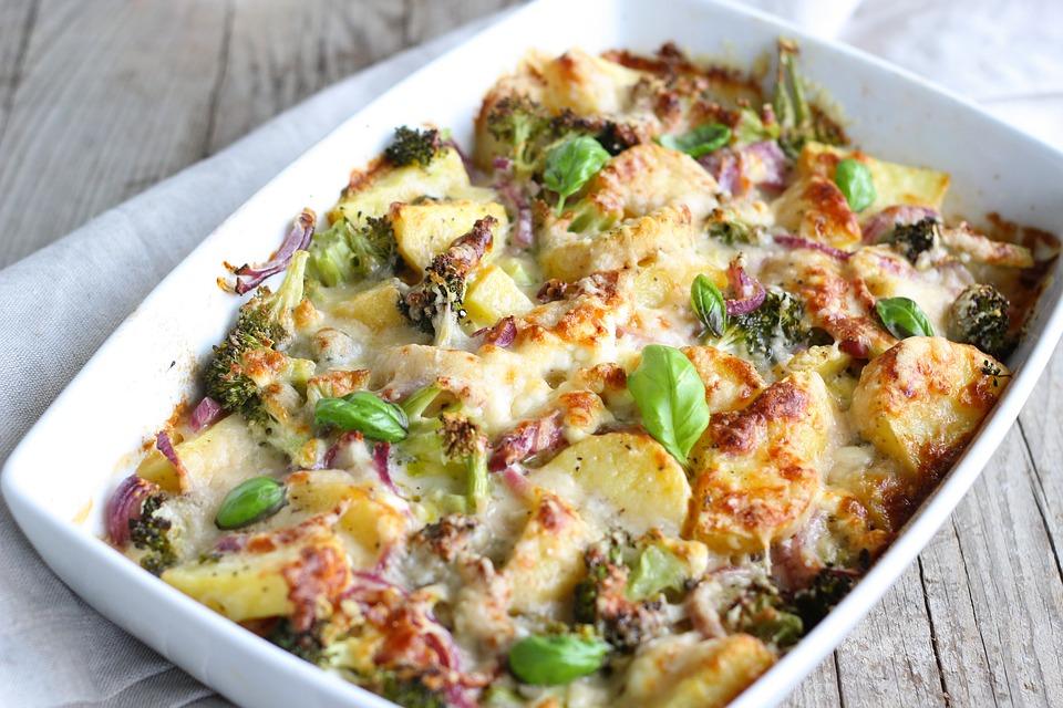RECEPT DANA: Zapečeni karfiol i brokoli sa bešamelom i sirom