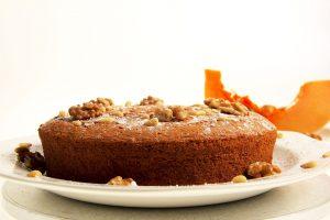 RECEPT DANA: Topli kolač sa bundevom i orasima