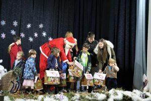 """Uručivanjem donacija završena akcija """"Svi smo mi Deda Mraz"""""""