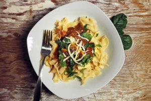 RECEPT DANA: Testenina sa spanaćem i tri vrste sira