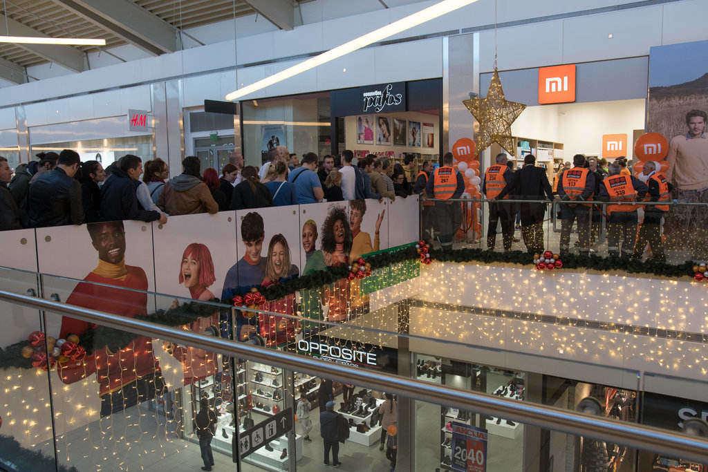 Neverovatni redovi na otvaranju prve Xiaomi prodavnice u Novom Sadu!