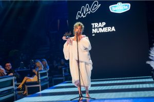 """MAC i Bavaria sinoć """"objasnili""""! Pogledajte kako je sinoć bilo u Areni: dve plavuše su odnele nagrade za video i trep numeru"""