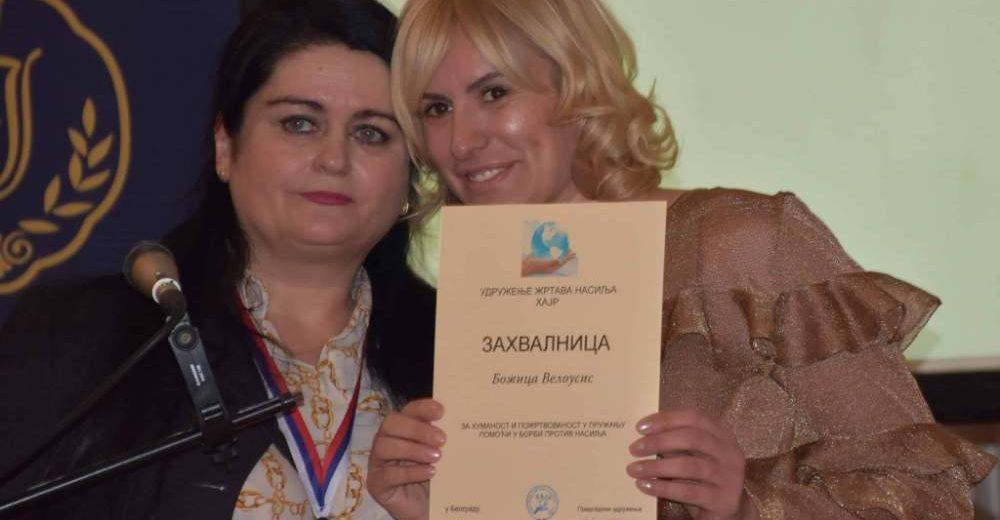 Humano srce Srbije kroz poeziju i novinarstvo. Književnica rasplakala publiku!
