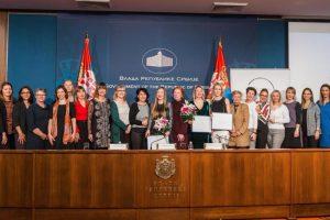 """KONKURS ZA STIPENDIJE ZA MLADE NAUČNICE: Jubilarni deseti ciklus programa nacionalnih stipendija """"Za žene u nauci"""""""