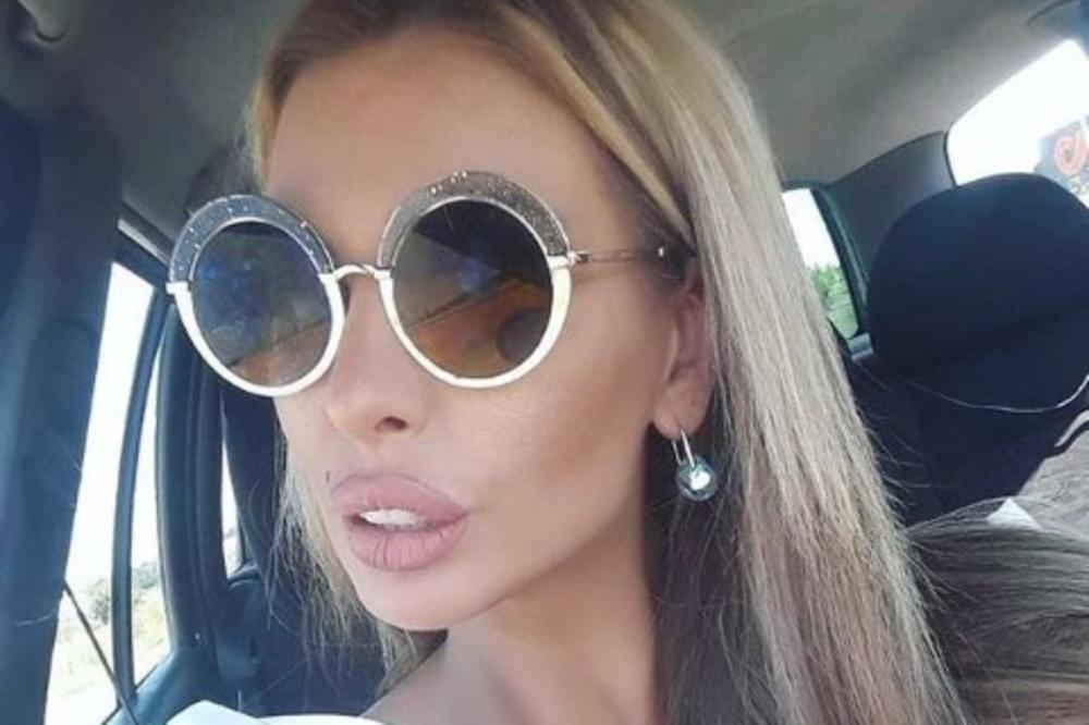 Bivša voditeljka otkrila KOLIKO NOVCA je zaradila prodavajući fotografije na kojima je GOLA i od cifre bi moglo da vam se zavrti u glavi