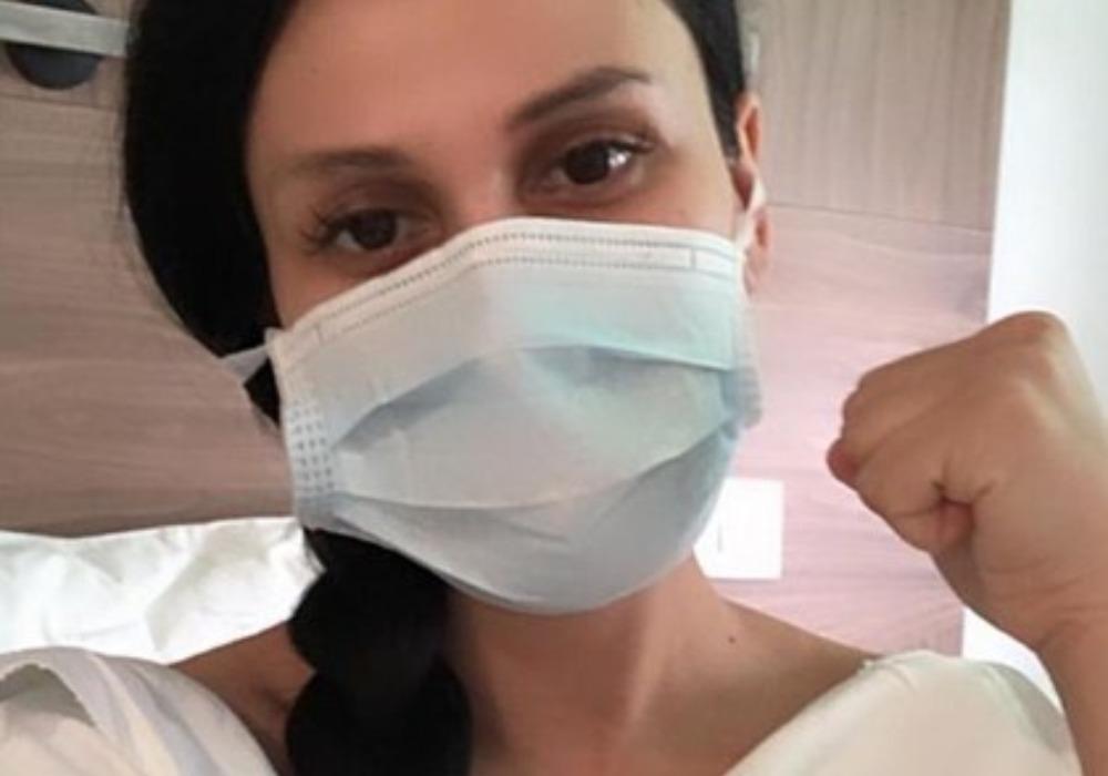 INDY KRITIČNO?! Pevačica se glasila iz bolnice! (FOTO)