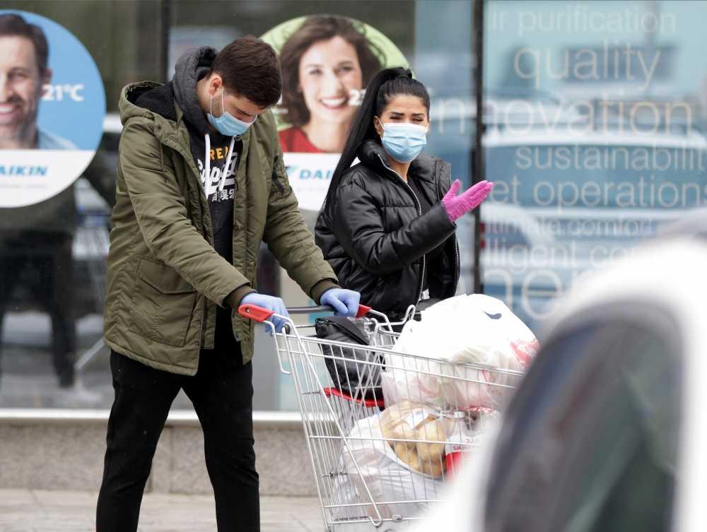 EKSKLUZIVNE PAPARAZZO FOTKE: Ljuba i Katarina u Uskršnjoj kupovini!