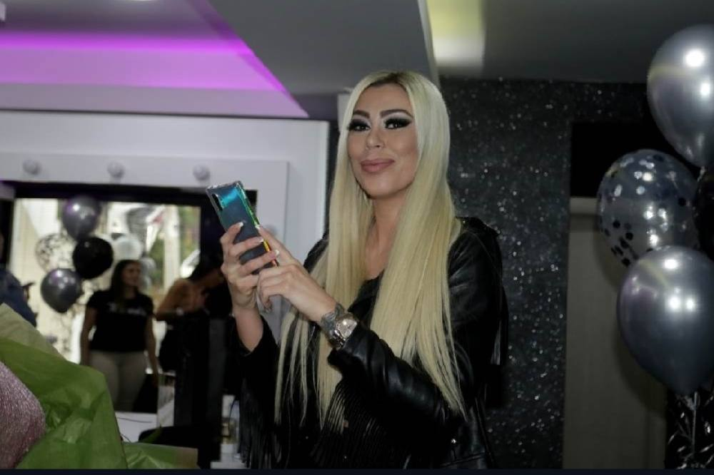 Tijana Ajfon postala preduzetnica: Pogledajte kako je bilo na otvaranju njenog salona