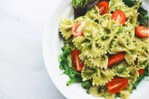 RECEPT DANA: Šarena salata sa testeninom