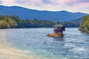 Domaći turisti se sve više opredeljuju za Srbiju..najposećenije banje i planine