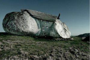 Neverovatna kuća od kamena kao da je od porodice Kremenko!