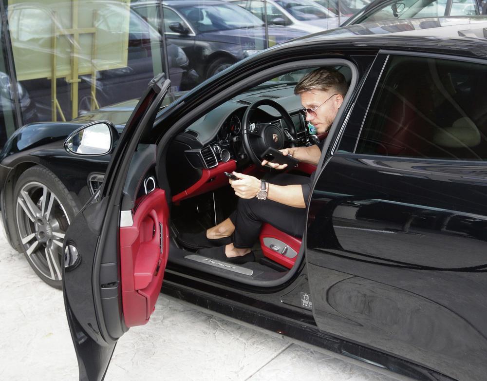 SAŠA KOVAČEVIĆ DAO BOGATSTVO ZA NOVI AUTOMOBIL: Vozi PORŠE od 150.000 EVRA!