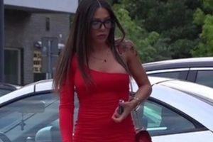 Sandra Afrika se u pripijenoj crvenoj haljini pojavila u centru grada, svi se okretali, a od NJEGA se ne odvaja