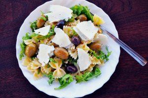 Recept dana: Grčka salata sa testeninom