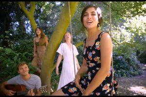 """Kad Jermenka i Francuz zapevaju """"Ajde, Jano"""" ponovo se zaljubite u ovu predivnu srpsku pesmu"""