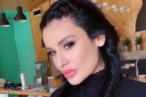 INDI POSLE OPERACIJE ŽELUCA ŽIVA VATRA: Pevačica se razgolitila i pokazala ZANOSNO TELO!