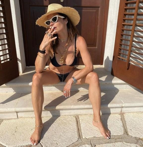"""""""Mangupska"""" fotka Marije Karan u bikiniju i cigarilosom iznenađenje za oči!"""