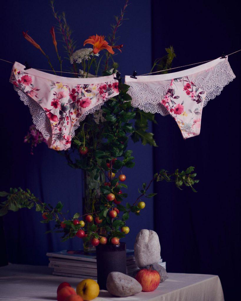 Male ženske tajne za ljubitelje cvetnog uzorka