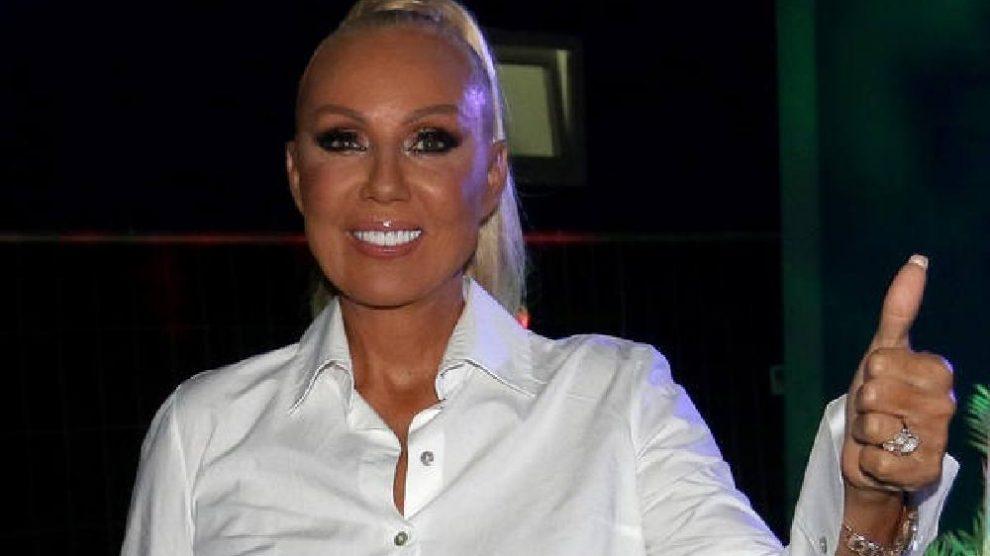 DUGE NOGE U PRVOM PLANU! Brena objavila fotku sa luksuzne JAHTE, skinula se u kupaći, sve se USIJALO od komentara!