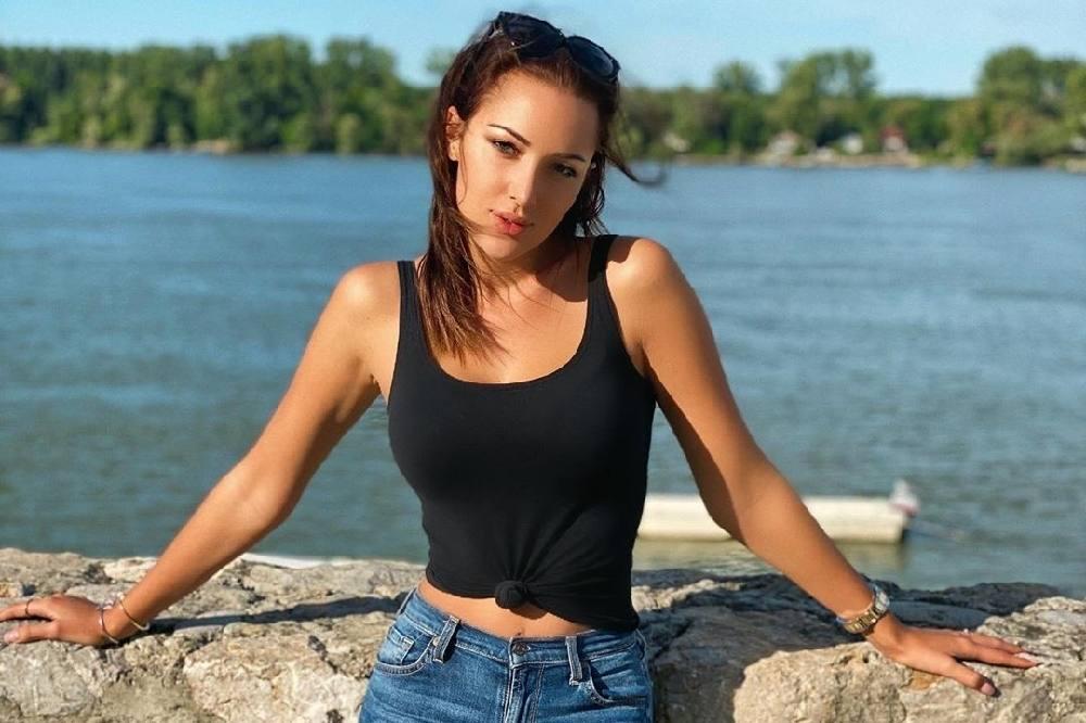 """Dekolte Aleksandre Prijović u bikiniju RASPAMETIO, u kupaćem i papučama je i zapevala: """"BOŽE, DA LI SI REALNA"""""""