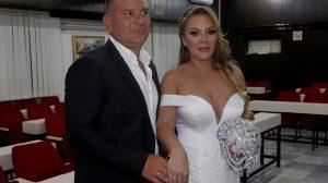 """Udala se zvezda Granda! Biljana u 45. godini izgovorila sudbonosno """"da"""", a tek da vidite venčanicu"""