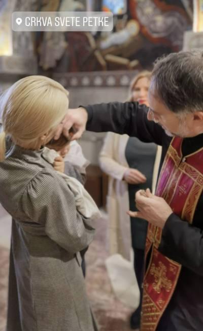 Za najintimniji čin Nataša Bekvalac odabrala ove dve osobe: Pevačica krstila ćerku!