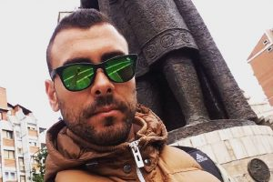 """""""NE PRESTAJU DA PLAČU, RAZOČARANI SU"""" Porodica uhapšenog Uroša Ćertića očajna, kaskader se zadužio kod kamataša?"""