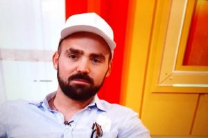 """Miodrag Radonjić se pojavio u emisiji, sve vreme držao kačket, pa ga skinuo i pokazao PROMENU KOJOM NIJE ZADOVOLJAN: """"Sebi izgledam čudno"""""""