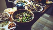 Osam navika koje pravimo tokom večeri, a koje nas goje!