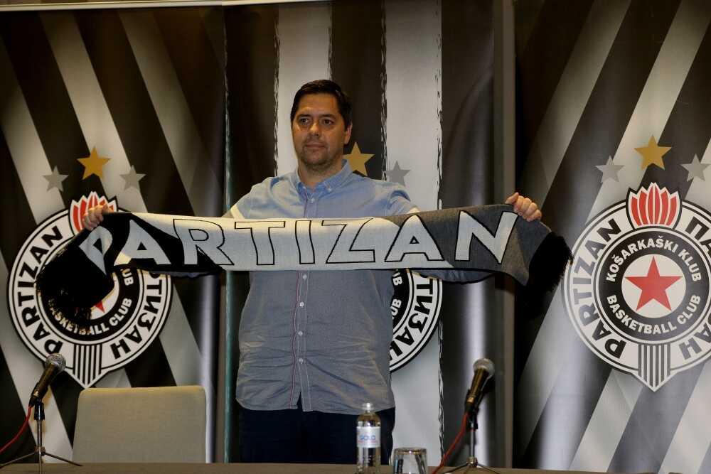Košarkaški klub Partizan predstavio je Saša Filipovskog kao svog novog trenera.