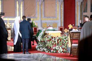 """SAHRANJEN PATRIJARH! Irinejevi zemni ostaci uz """"Vječnaja pamjat"""" položeni u kriptu Hrama Svetog Save!"""