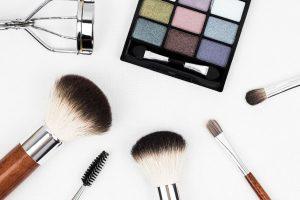 Rumeni obrazi, vamp usne ili prirodni make-up? Način na koji se šminkate OTKRIVA KAKAVA STE LIČNOST!