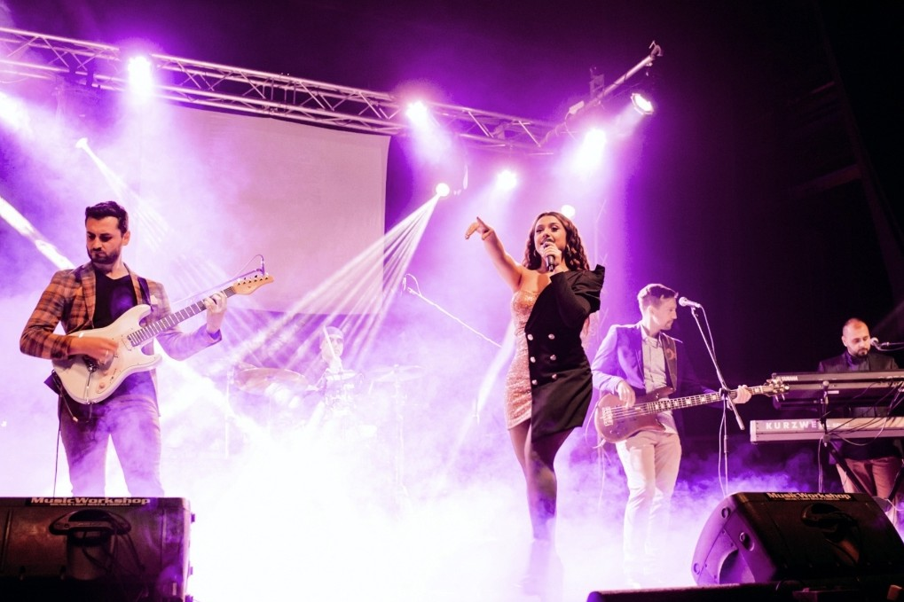 Nova Ilma Karahmet: Pevačica otpevala svetske hitove!