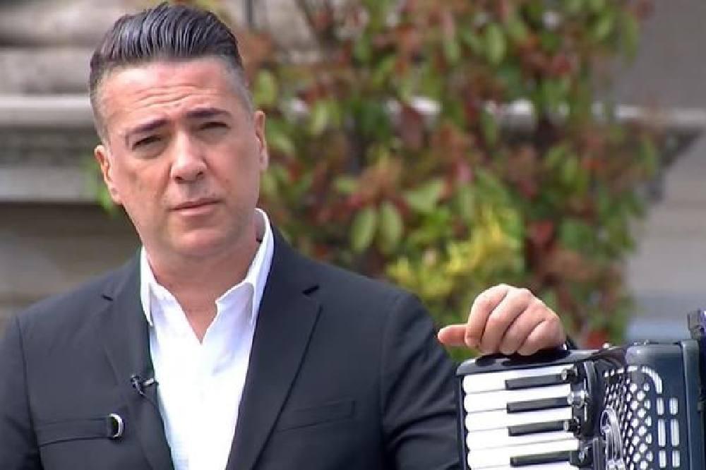 PORODICA MI JE UTOČIŠTE, TVRDOGLAVOST MI NE DA DA BUDEM PORAŽEN Joksimović neće da kuka zbog situacije na estradi, misli POZITIVNO