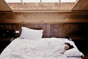 Da li je bolje spavati sa ili bez JASTUKA?