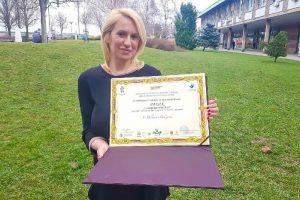 Plaketa za očuvanje poezije i identiteta Roma u rukama srpske pesnikinje!