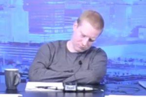HIT BALKAN INFO Voditelj Teša Tešanović zaspao usred emisije, trljao oči i mahao rukama, ali ništa nije pomoglo