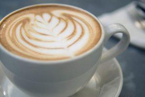 Evo zašto nikada ne bi trebalo piti kafu čim se probudimo