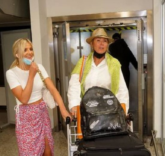 Lepa Brena se sa sinom i snajkom vratila iz Dubaija