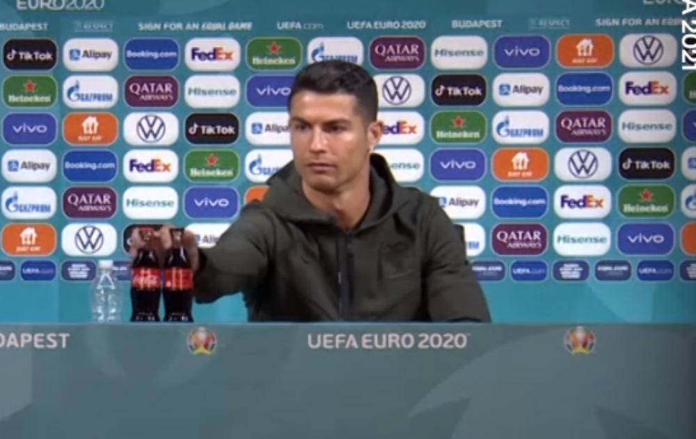 UEFA zatražila od igrača da ne sklanjaju flaše sponzora!