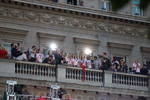 DOMOVINA SE BRANI LEPOTOM: Nekoliko hiljada ljudi dočekalo košarkašice!