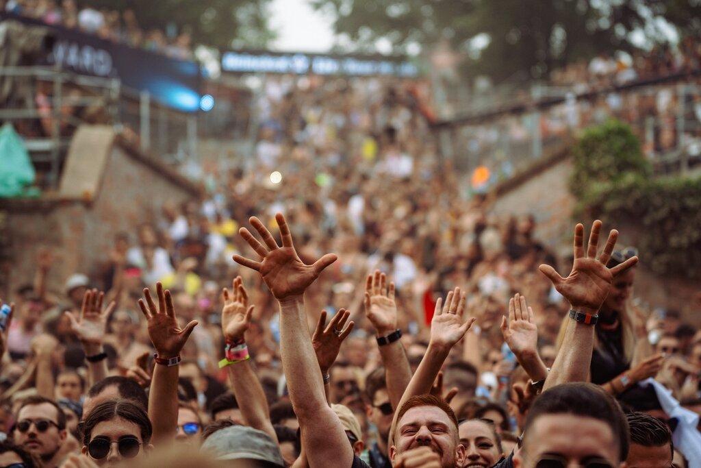 Naučna studija sa Exita pokazala – uz ograničenja ulaska, festivali nisu mesta masovnog širenja virusa!
