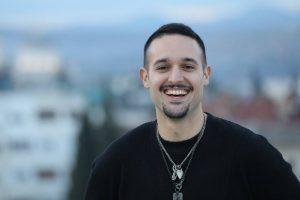 Popularni pop-rock pevač poručio regionu : Dosta je